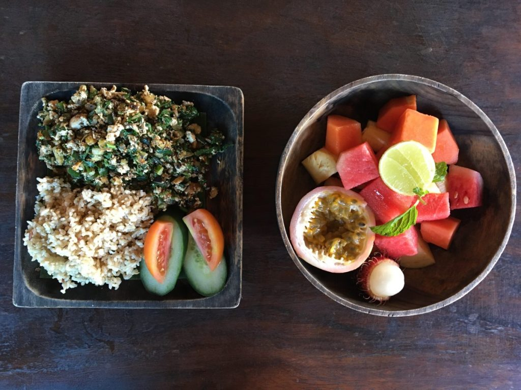 Garden Kafe & Juice Bar Ubud - Tofu Scramble and Fruit Salad