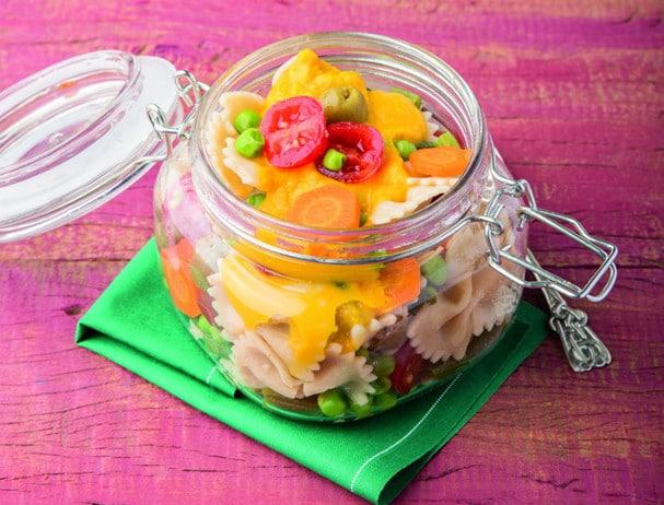 Salada de gravatinha com maionese de cenoura