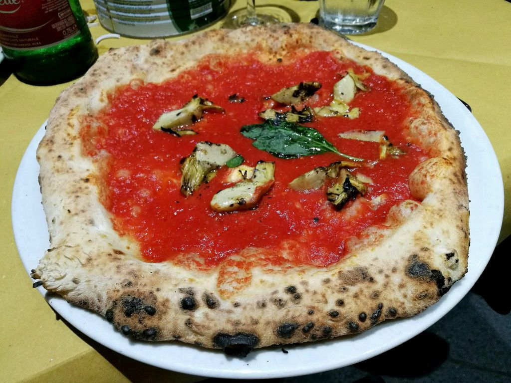 Vegan Marinara Pizza in Italy