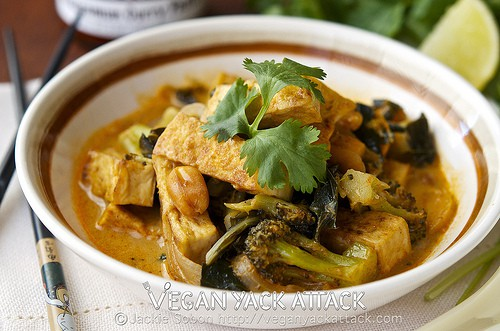 A warm and flavorful Crispy Tofu Thai Curry that is still light and perfect for summer! Serve with cooked brown rice for an even more satiating meal.