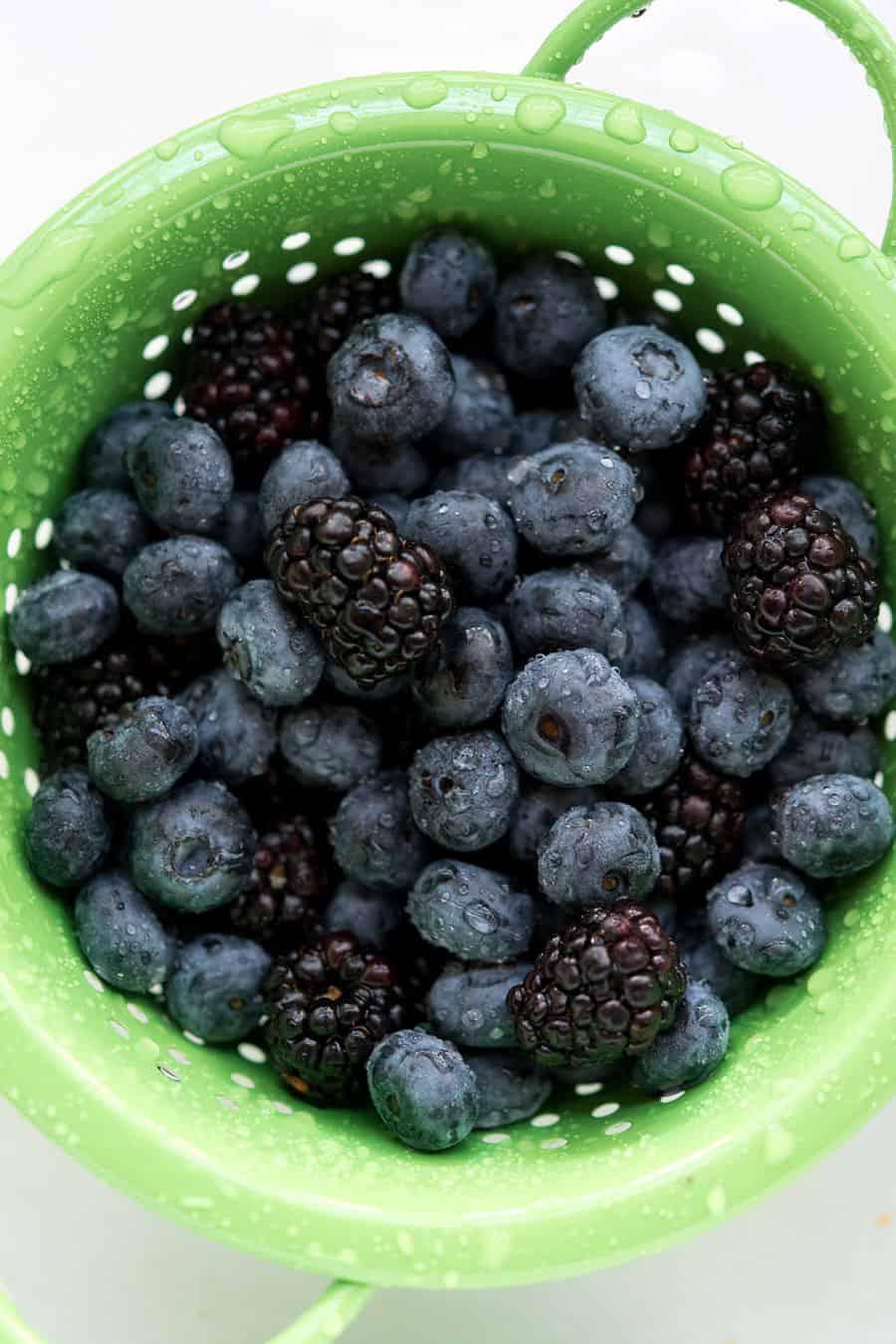 No-Bake Berry Cheesecake Bowls! Easy, quick and delicious. #vegan #soyfree #glutenfree @VeganYackAttack