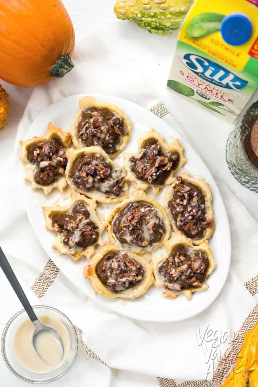 Vegan Pecan Pumpkin Pastries with Easy Maple Glaze - Easier than pie, and great for parties! @VeganYackAttack @Silk #spon #doplants
