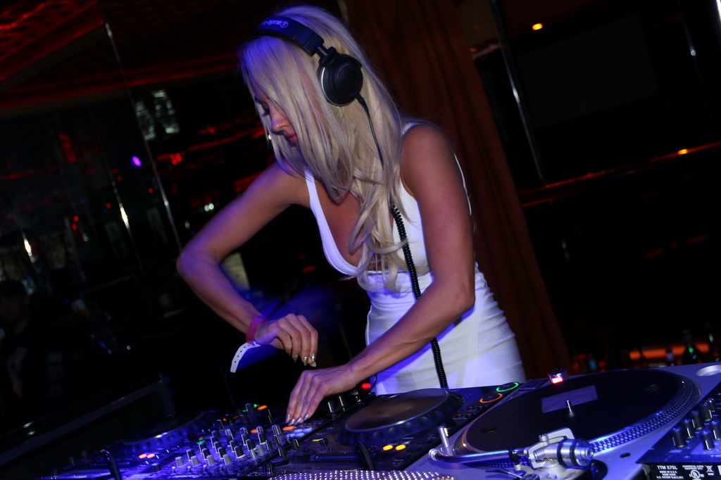 Brooke Evers Turning Tables at Crazy Horse III