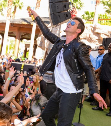 Robin Thicke at REHAB Las Vegas
