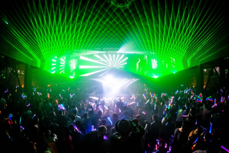 Deep Dish Performs to a Packed Crowd at LiFE Nightclub