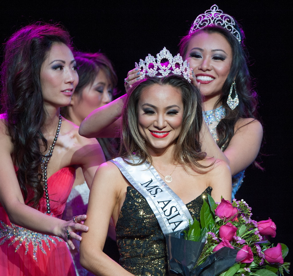 Jamie Stephenson being Crowned MS. Asian Las Vegas
