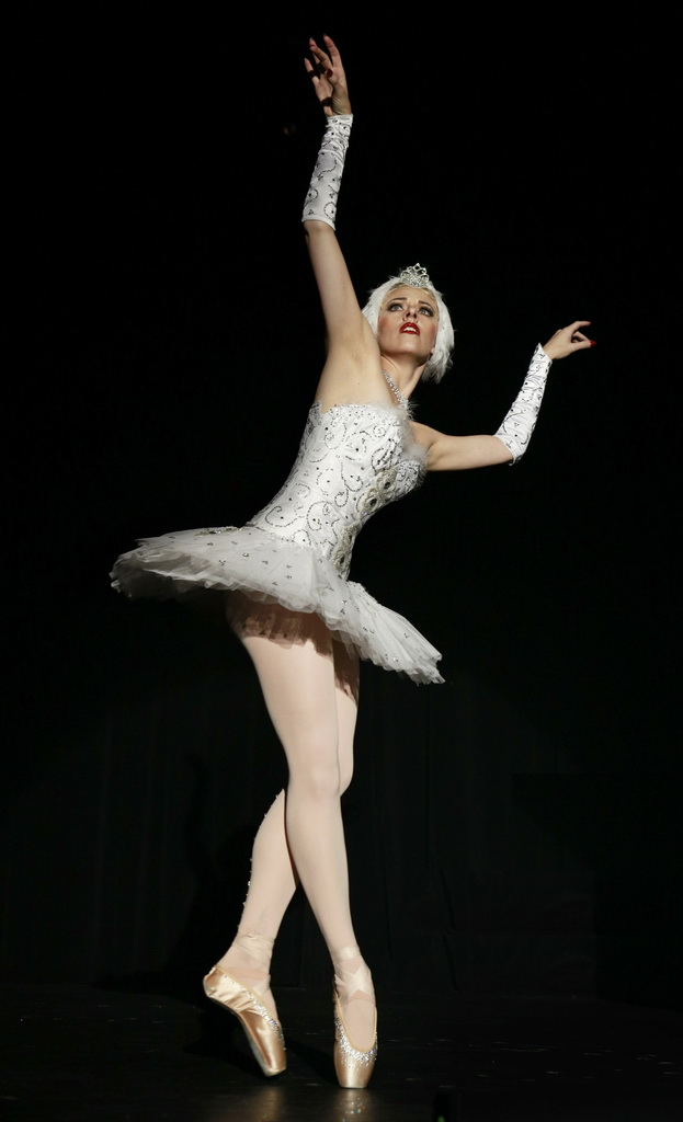 Lola Frost - Photo Credit - Yaniv Halfon and Las Vegas Burlesque Festival