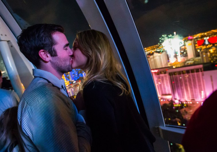 High Roller passengers ring in 2015 with a New Year's Kiss.