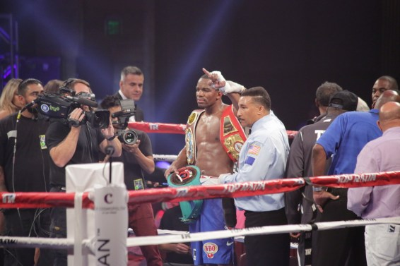 Hart defeats Pryor Jr,