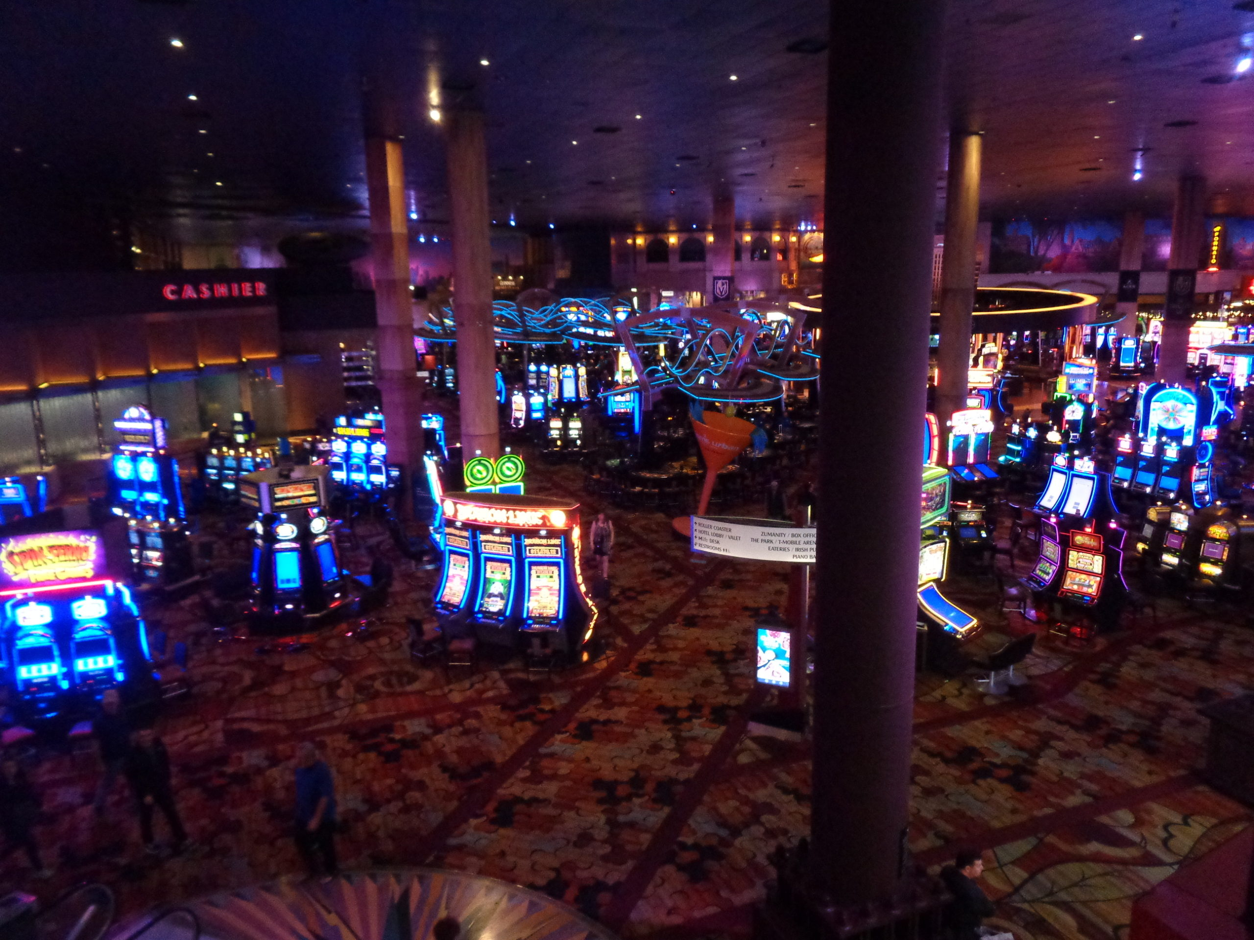 Las Vegas Strip Nearly Deserted What Does A Closed Casino Look Like Photos Vegaschanges