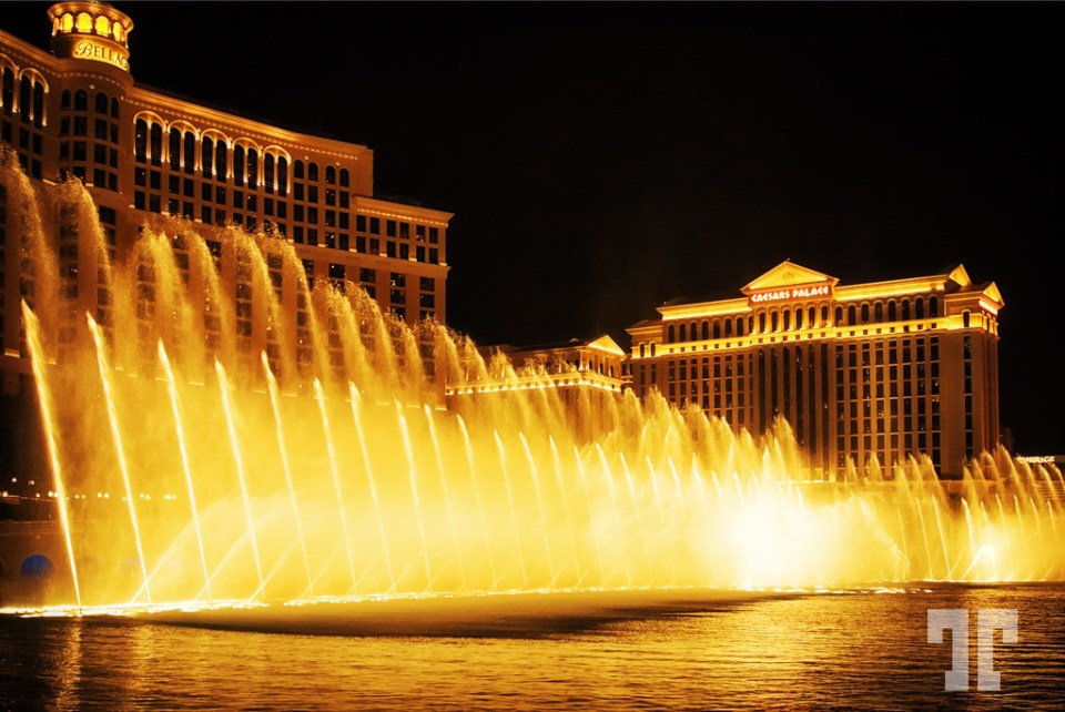 Bellagio water fountains show on Las Vegas Strip at night