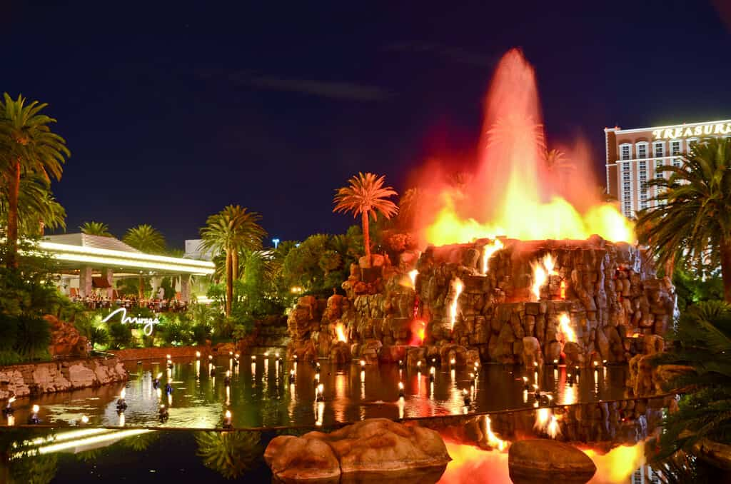 Mirage Volcano - Things to do in Las Vegas For Free
