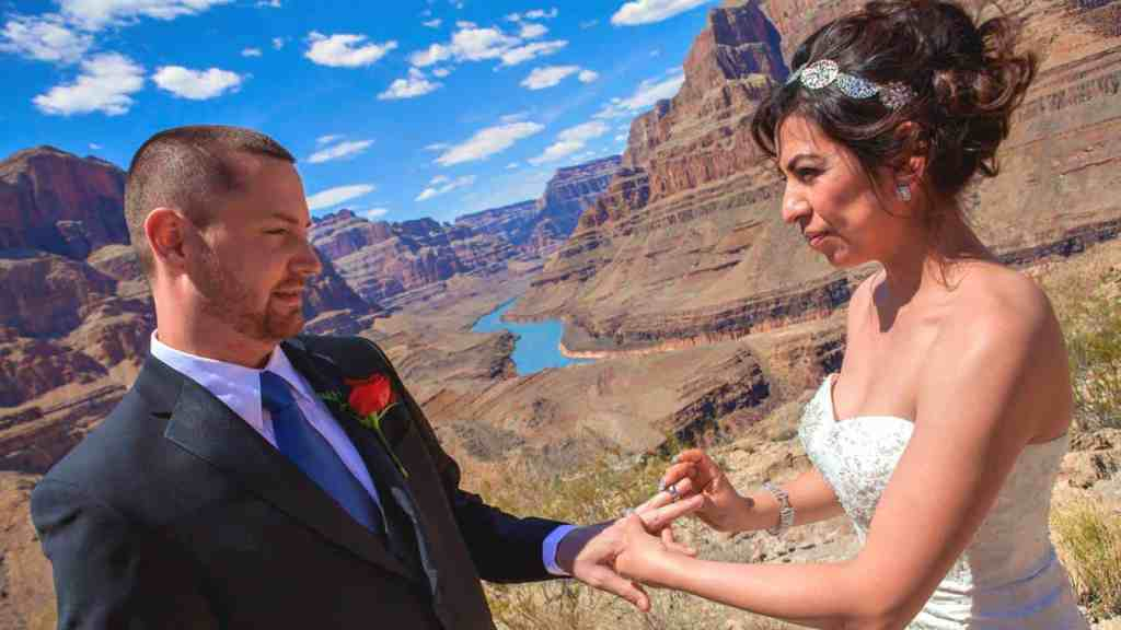 Valley of Fire Wedding by Private Limousine - Las Vegas Wedding Venues