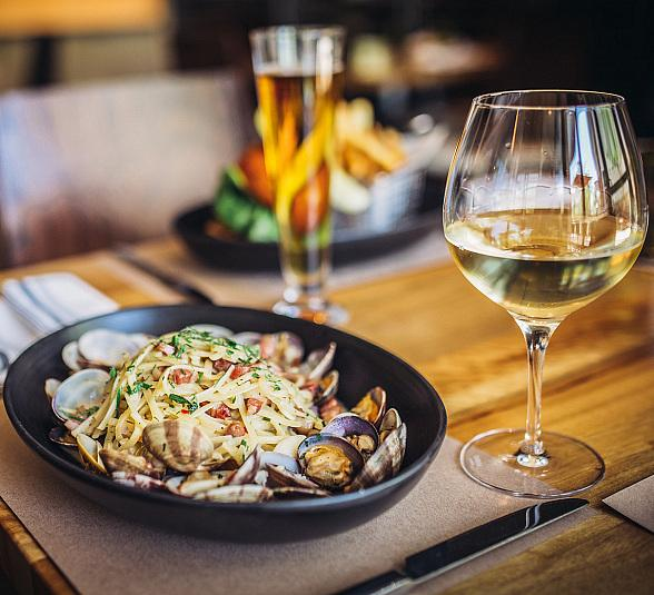 """Wolfgang Puck Bar & Grill at Downtown Summerlin Hosts Second Dinner of """"The Grill Gathering Series"""" with New England Style Clambake Oct. 23"""