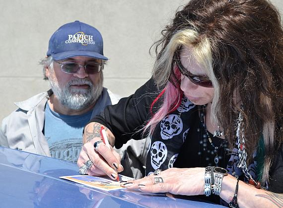 """""""Steven Tyler"""" of Legend in Concert Surprises Goodwill Donors to Kick off Spring Cleaning Season"""