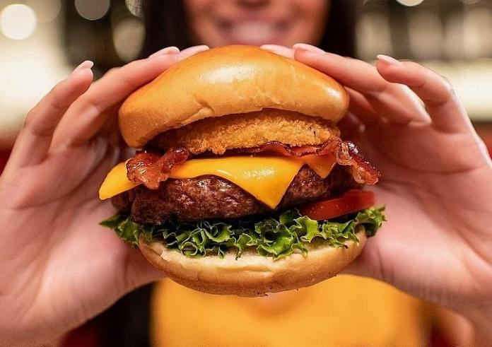 Hard Rock Cafe Las Vegas Honors Healthcare Heroes With Free Legendary Steak Burger Promotion Now Through July 31