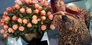 Lipshtick Comedian Loni Love Unveils The Signature Rose of The Venetian Las Vegas