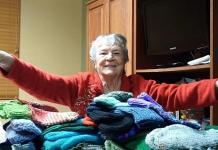 Murray The Magician and His Mom Arlene Give Back This Season with Free Mittens for the Homeless