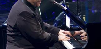 """ELTON JOHN Extends """"The Million Dollar Piano"""" Residency at The Colosseum at Caesars Palace"""