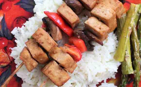 Brochettes de tofu et marinade à l'asiatique