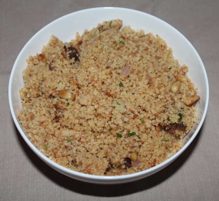 Savory spiced couscous recipe by Vegetarian Atlas.