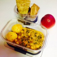 KIDS LUNCH BOX -PALAK(SPINACH)MASALA CURRY WITH CHICKPEAS AND POTATOES