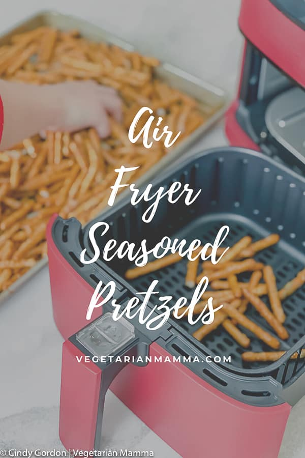This seasoned pretzel recipe will make all snack lovers rejoice with happiness! At last, an easy seasoned pretzel recipe that will turn non-snackers into snack-a-holics when they taste these ranch pretzels. #airfryer #airfryersnacks
