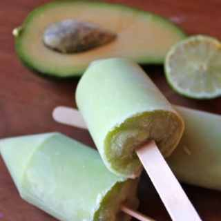 Avocado and Lime Ice Lollies (popsicles) | Veggie Desserts Blog