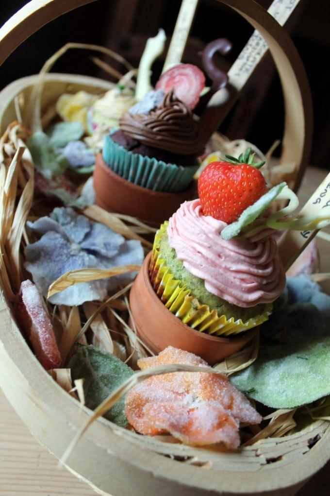 Spinach Cupcakes with Strawberry Buttercream | Veggie Desserts Blog