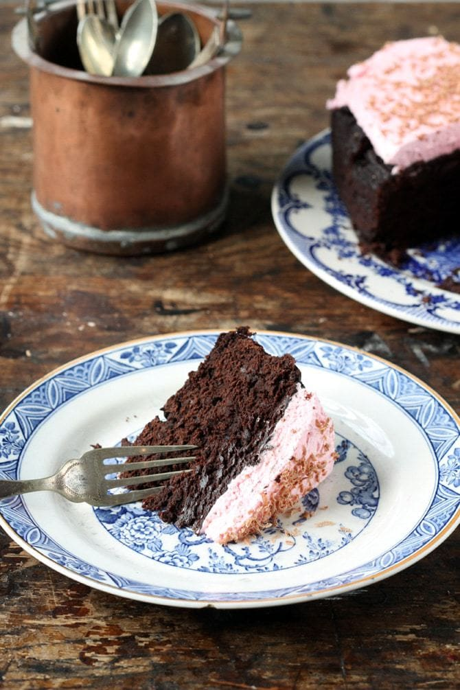 Slow Cooker Beet Chocolate Cake with Beet and Vanilla Topping | Veggie Desserts Blog