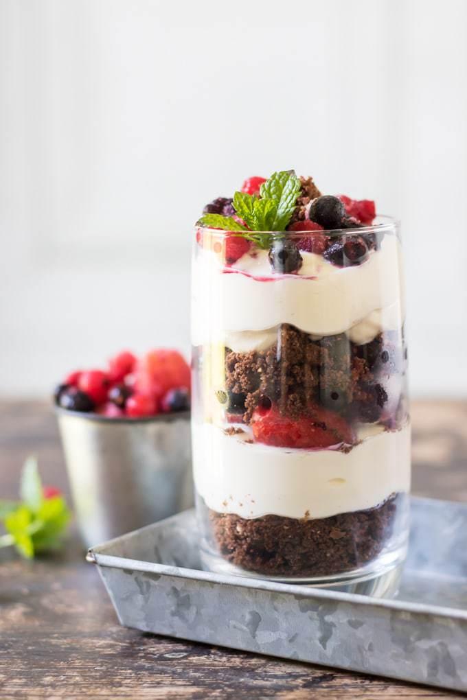 Cookie Cheesecake Parfait with Berries   Veggie Desserts Blog