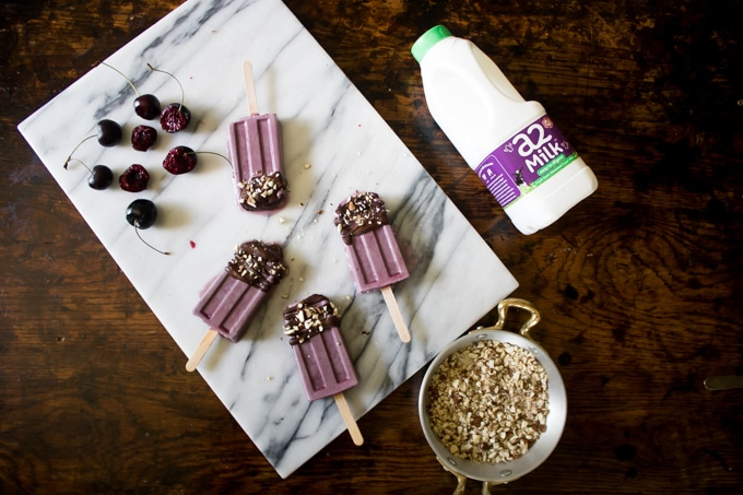 Cherry Popsicles / Ice Lollies with Dark Chocolate and Crushed Almonds | Veggie Desserts Blog