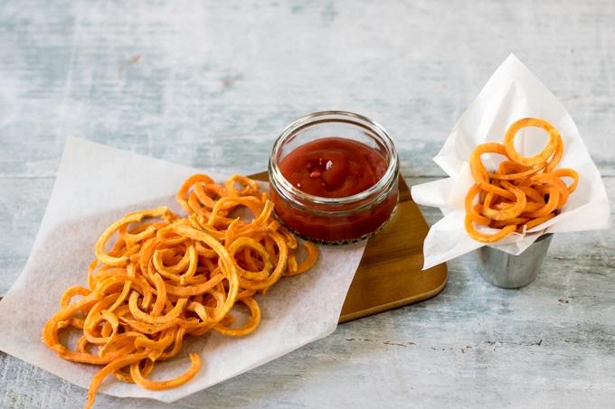 Spiralized sweet potato fries | Veggie Desserts Blog