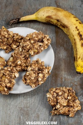 Quick, delicious, and healthy. These vegan, gluten free, and oil free cookies made with banana and oats are the perfect way to start your day! - by Veggie Lexi