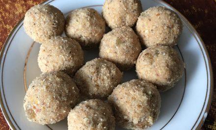 Gond (Gum)/Urad Daal Aata Ladoo