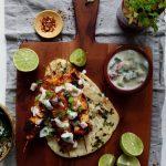 afbeelding Tofu masala spiesjes met komkommer tomaat raita
