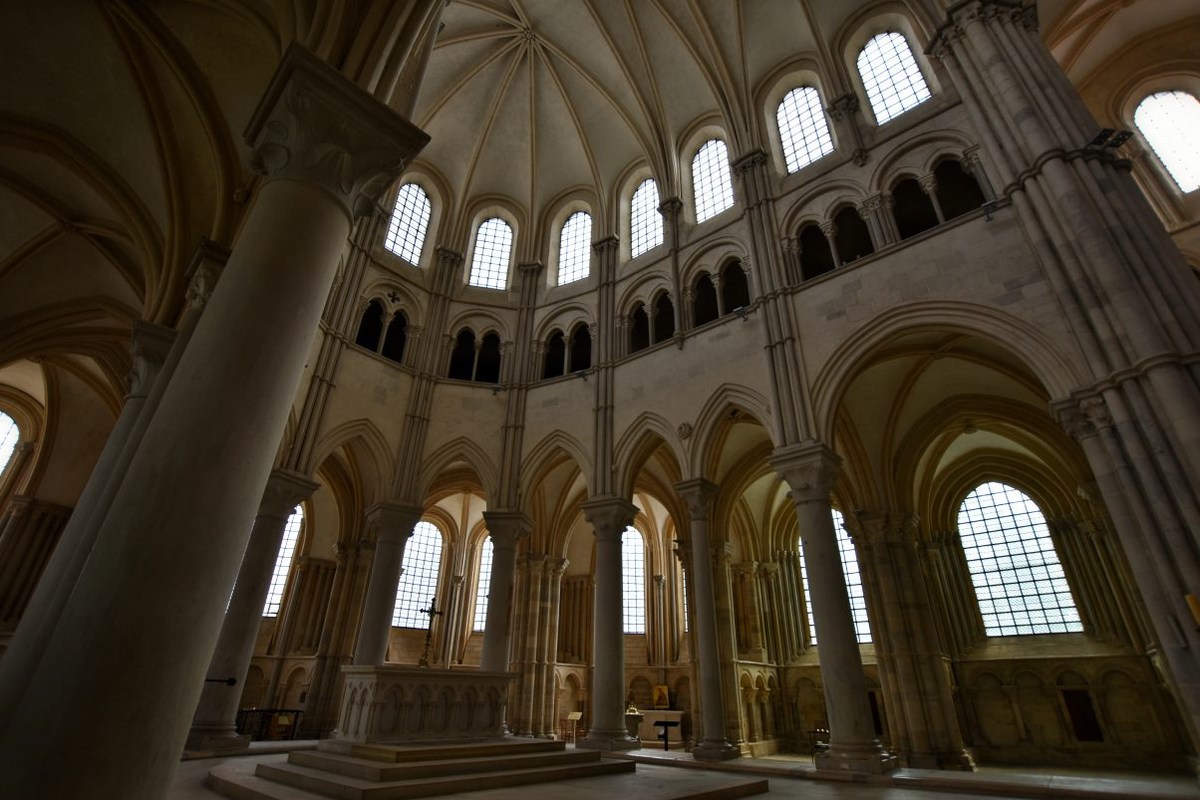 Vézelay church interior