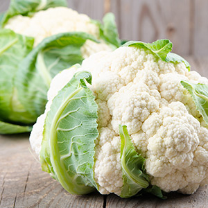Raw vegan cauliflower with curry