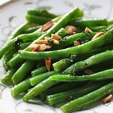 Green beans with butter and almonds
