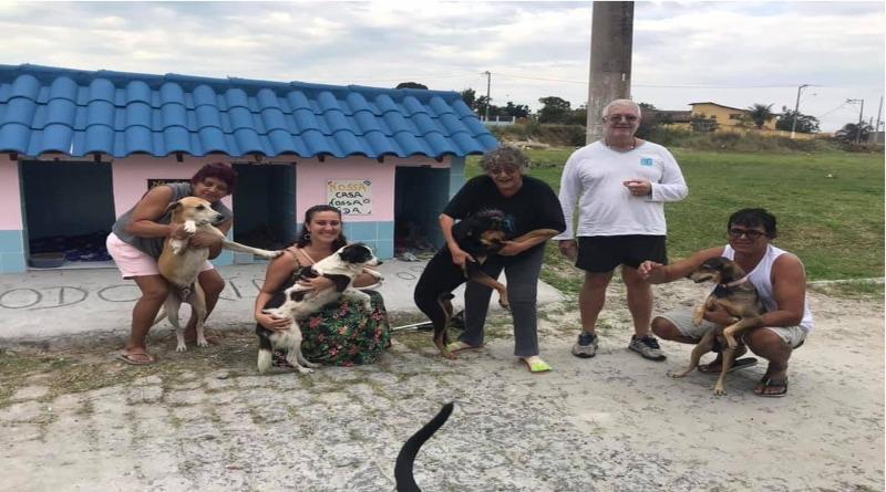 Vizinhos criam 'cãodomínio' para abrigar animais de rua no Rio de Janeiro