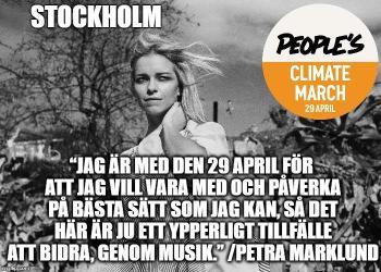 """Svartvit bild på Petra Marklund, vit kvinna med blont långt hår, utomhus med träd i bakgrunden och vind blåser i hennes hår. Bildtext: """"Jag är med den 29 april för att jag vill vara med och påverka på bästa sätt som jag kan, så det är ju ett ypperligt tillfälle att bidra, genom musik."""" /Petra Marklund"""