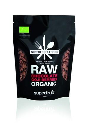 Svart plastförpackning med texten Raw organic i vitt