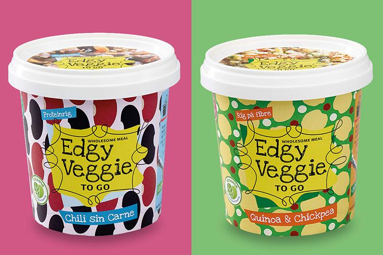 Två plastburkar med texten Edgy Veggie på och färger i olika mönster