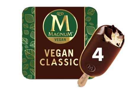 Förpackning med texten VEGAN CLASSIC på och en pinnglass med chokladöverdrag framför