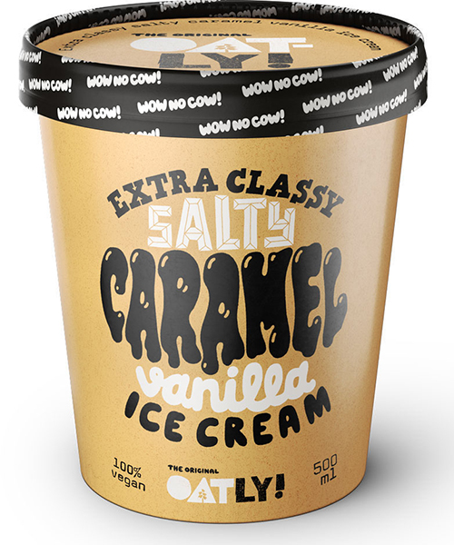En brun glassbägare med texten Salty Caramel vanilla på