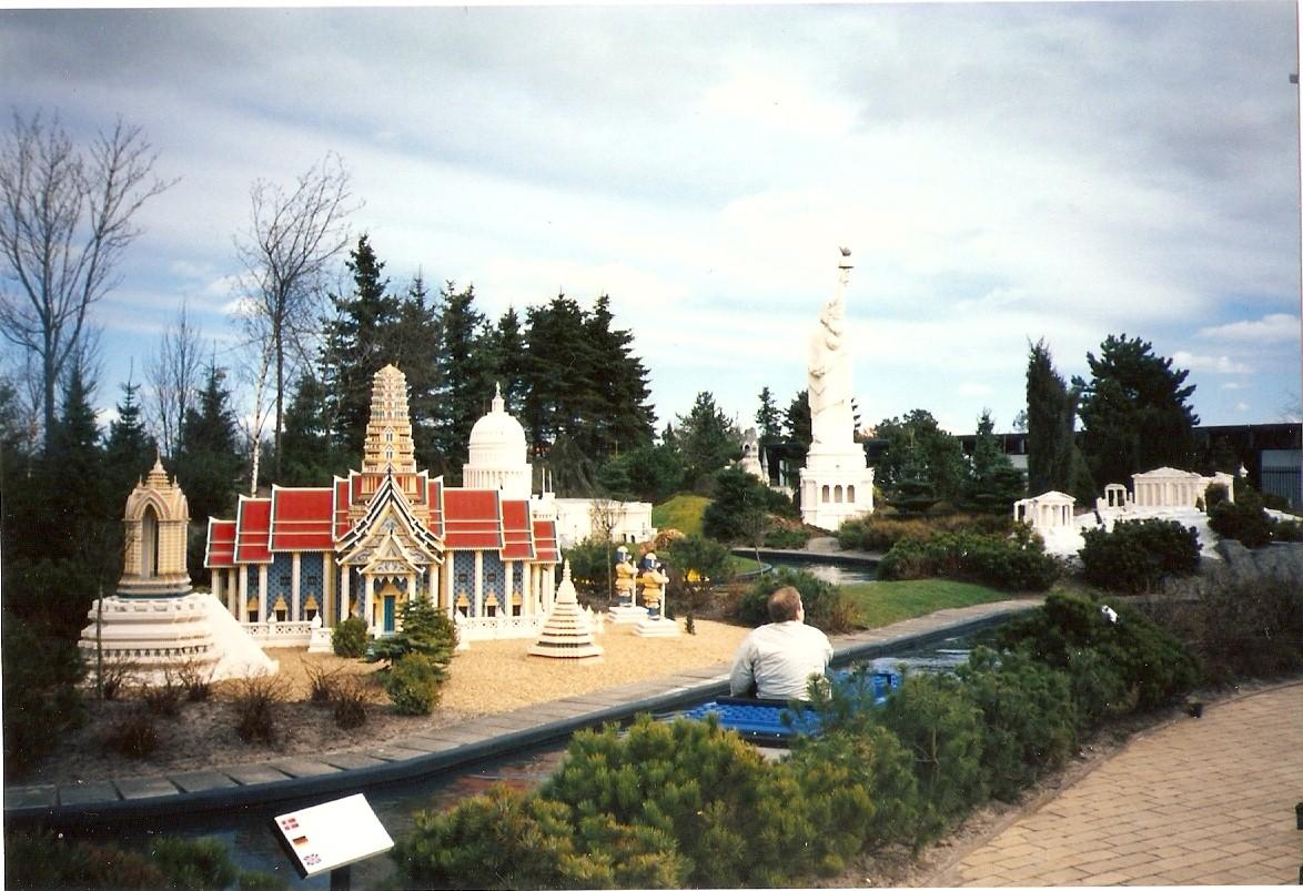 Miniaturas de pontos turísticos famosos feitos de Lego
