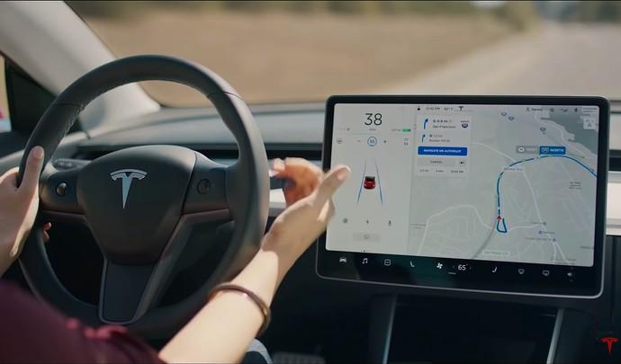 Elon Musk, le patron de Tesla, ne s'emballe-t-il pas un peu trop sur la voiture autonome ? – Caradisiac.com