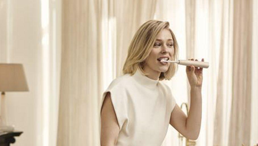 CES 2021 – Philips Sonicare 9900 Prestige : de l'IA dans une brosse à dents – Les Numériques