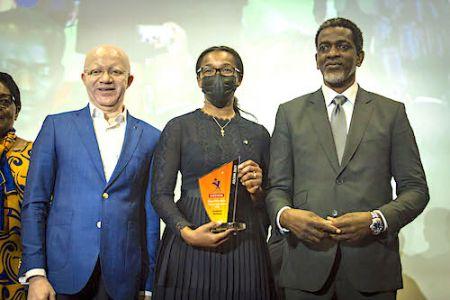 8e édition des ASCOM 2021 à Abidjan : le Grand prix de la Communication RSE décerné à la Fondation BGFIBank – Agence Ecofin