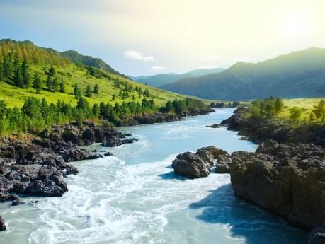 River-Mountain-Sibérie-Russie